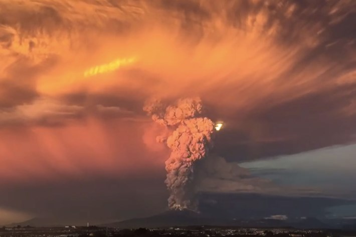 Timelapse shows the beauty and horror of Chile's Calbuco Volcano