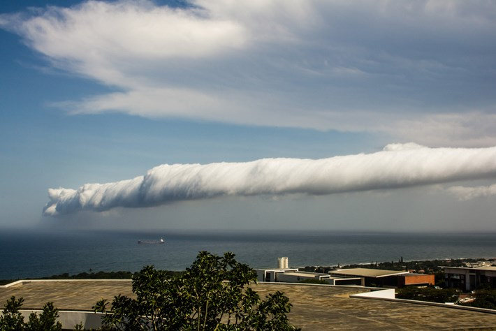 2013 11 26 Rare Roll Cloud Sweeps Across Durban 01