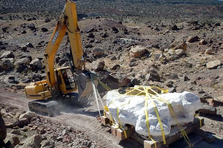 Utahraptor-fossil-block_2016_10_10.jpg