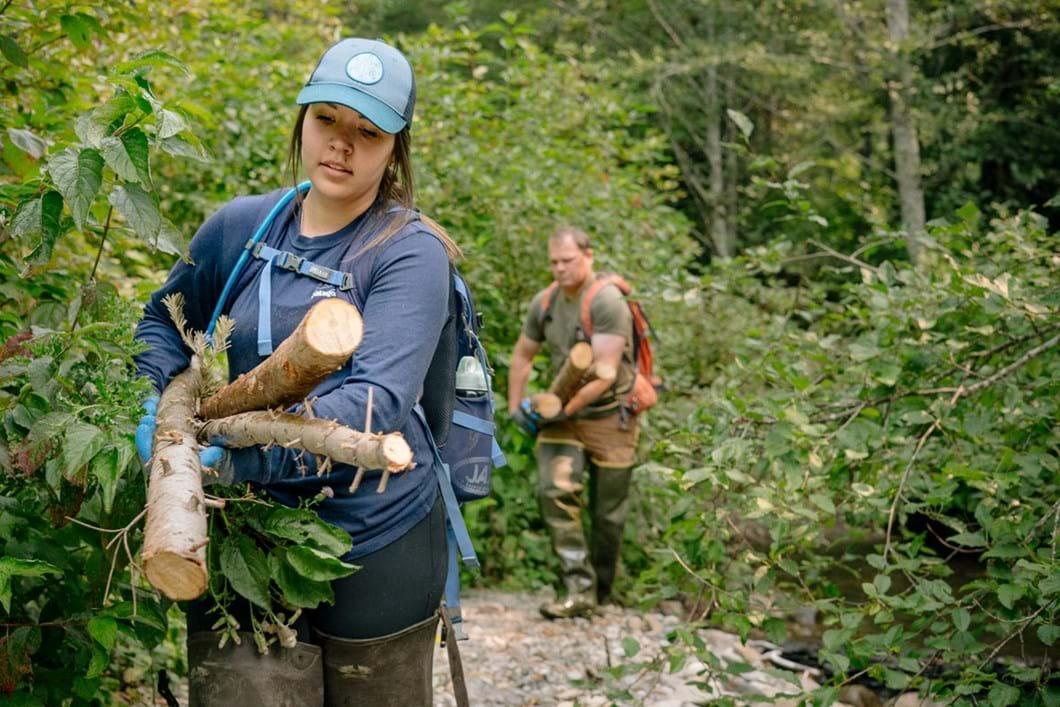 biologists-work-on-beaver-dam-release_3_2019-03-29.jpg