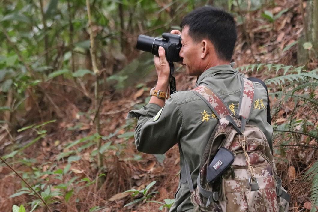Li-Wenyong-during-regular-monitoring-of-Hainan-Gibbons_2020-11-11.jpg