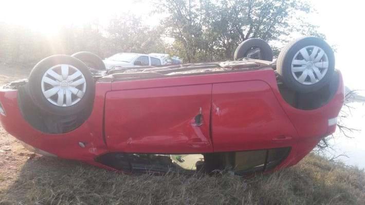 Elephant Overturns Car Kruger 2 2014 08 21